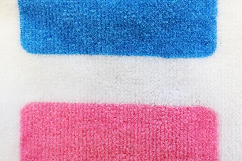 タオルに青とピンクをプリント